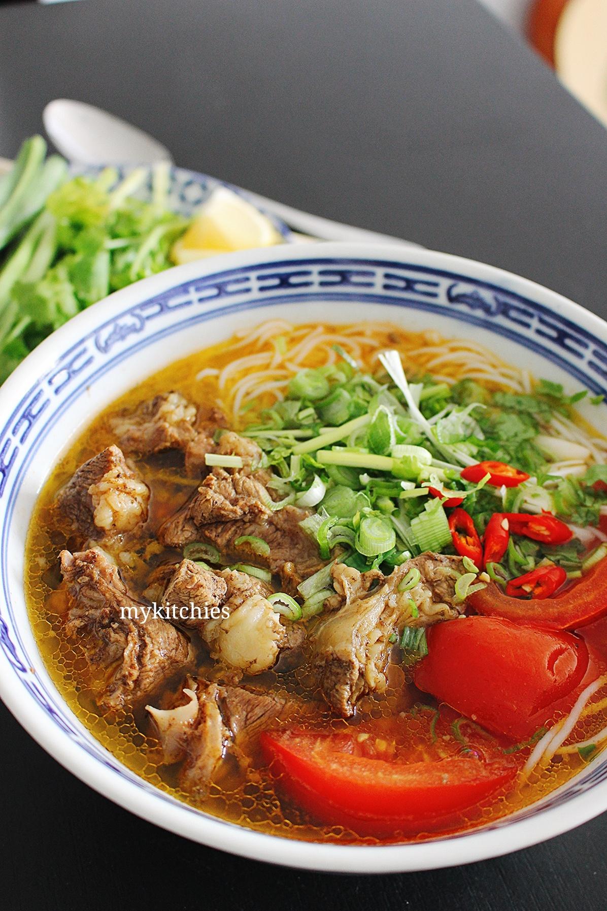 Bún Bò Hầm Nghệ An – Nghe An beef noodle soup – My Kitchies – Bếp Á Âu
