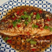 Cá chiên sốt tỏi ớt kiểu Thái ( Pla Rad Prik  ปลาราดพริก)